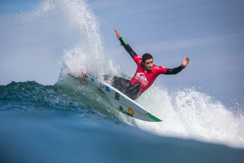 Adriano de Souza: campeão do mundo de surf na temporada 2014/2015 | Foto: Poullenot/WSL