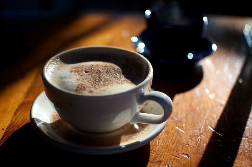 Café: um saudável e eficaz estimulador do cérebro e do desempenho físico | Foto: Shutterstock