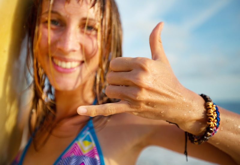 Shaka: o gesto popularizado pelos surfistas | Foto: Shutterstock