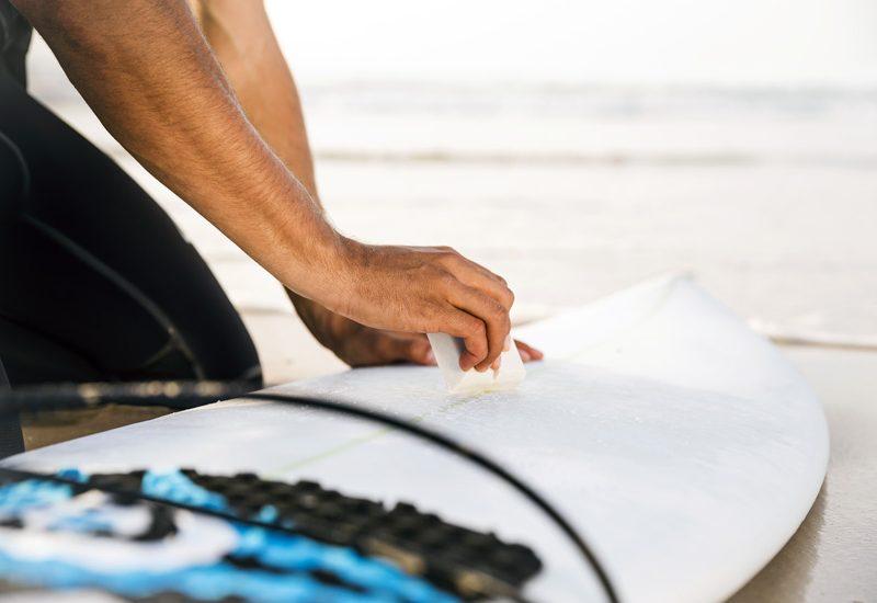 Parafina: aprenda a passar cera numa prancha de surf | Foto: Shutterstock