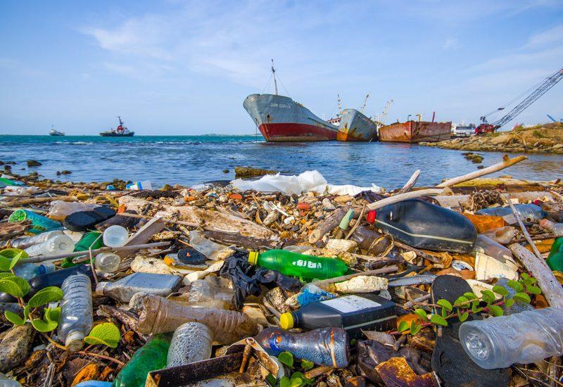 Poluição: os seres humanos continuam a usar a deitar na água tudo aquilo que não querem em terra | Foto: Shutterstock